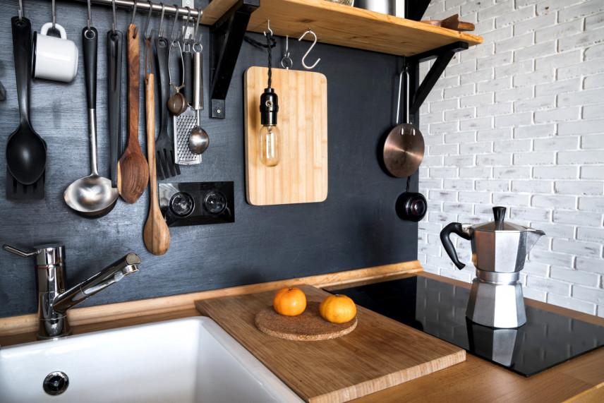Rustykalna kuchnia z białą ceglą