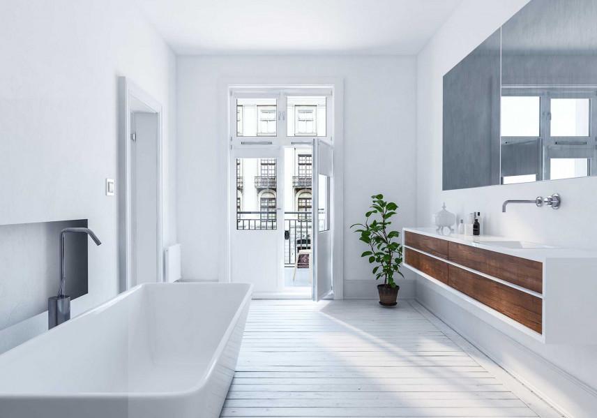 Biała łazienka z balkonem