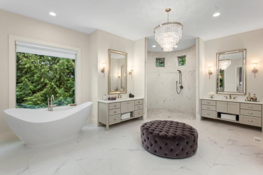 Przestrzenna łazienka