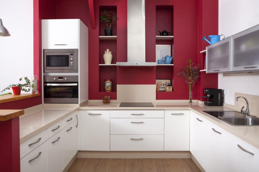 Bordowo-biała kuchnia