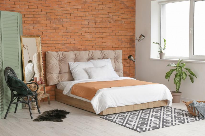 Projekt sypialni ze ścianą z cegły