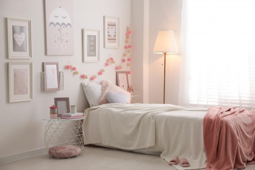 Kobieca, różowa sypialnia