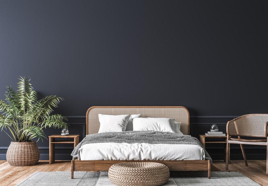 Granatowe ściany w sypialni