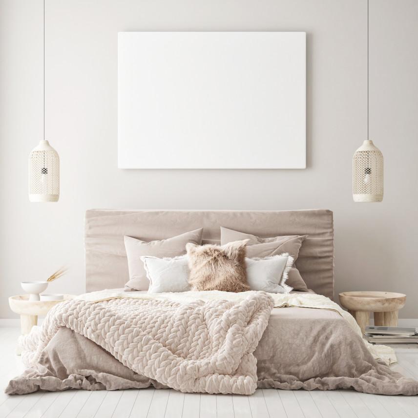 Duże, beżowe łóżko kontynentalne