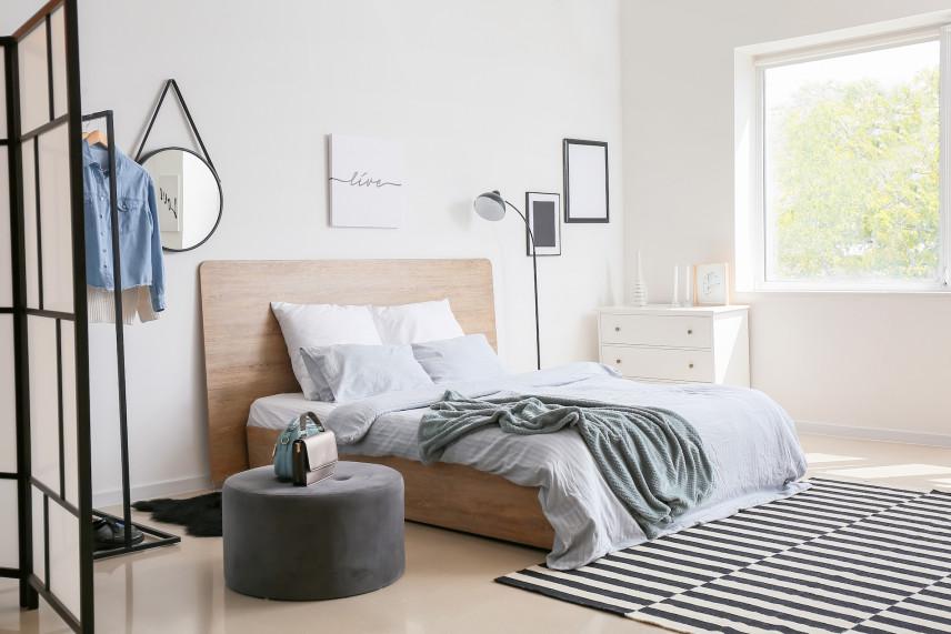 Drewniany zagłówek w sypialni