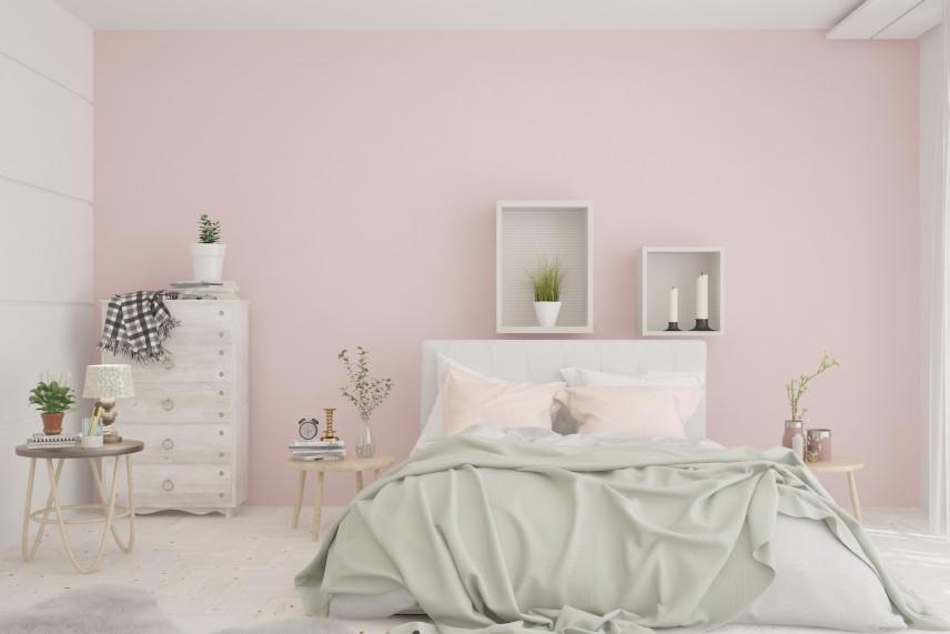 Lekko różowe ściany w sypialni