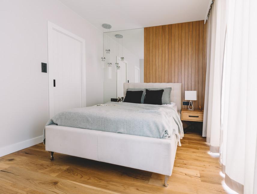 Mała, wąska sypialnia