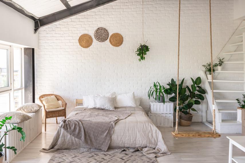Biała cegła w sypialni