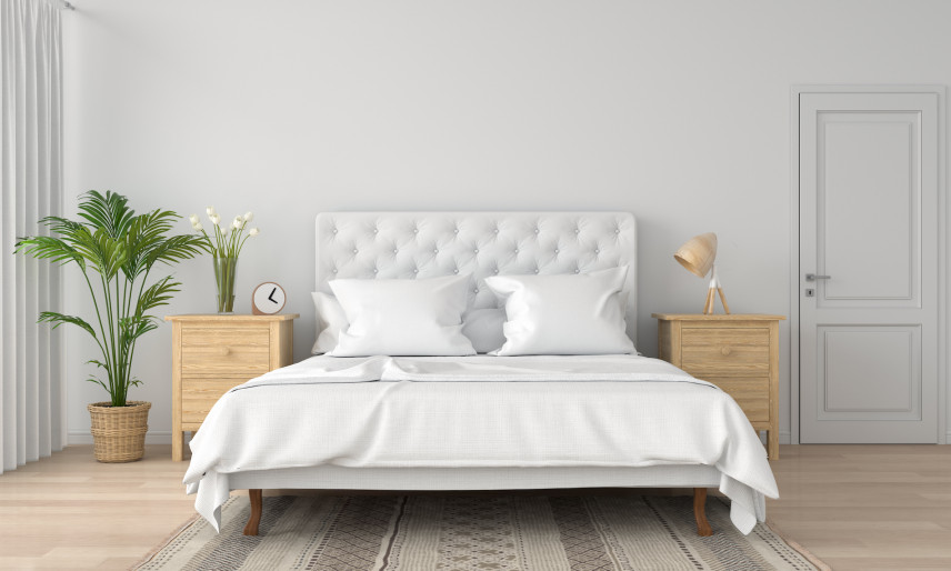 Białe, tapicerowane łóżko kontynentalne
