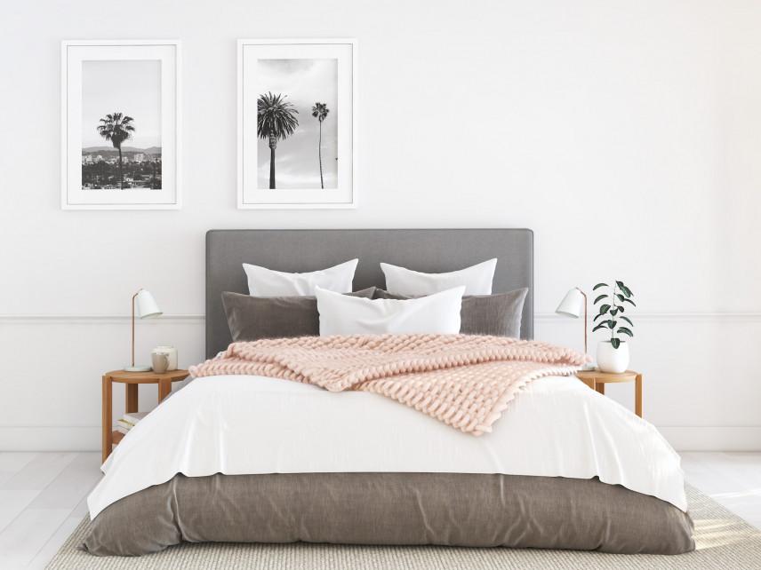 Duże łóżko małżeńskie z tapicerowanym zagłówkiem
