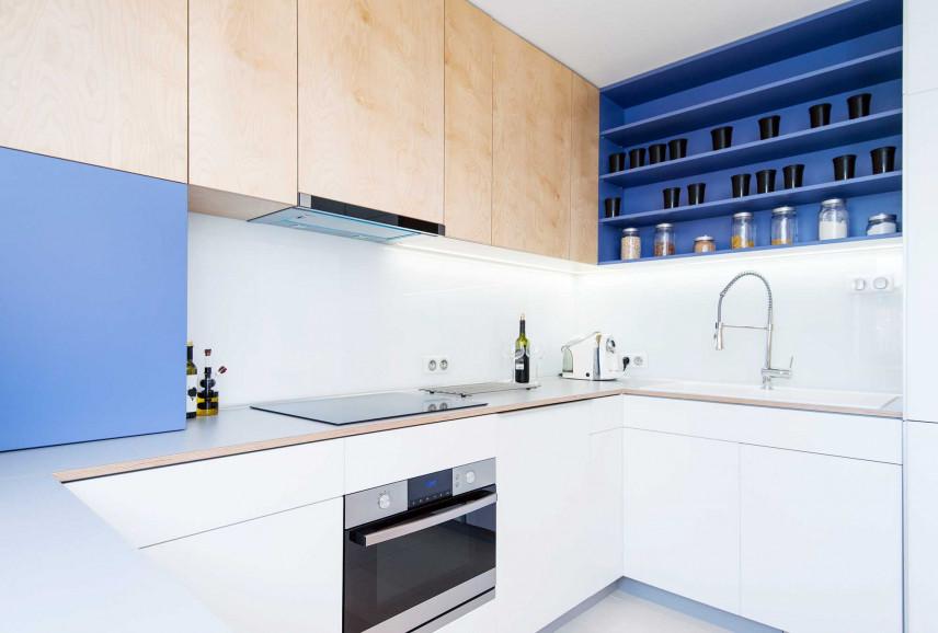 Nowoczesna kuchnia narożnikowa biało-niebieska