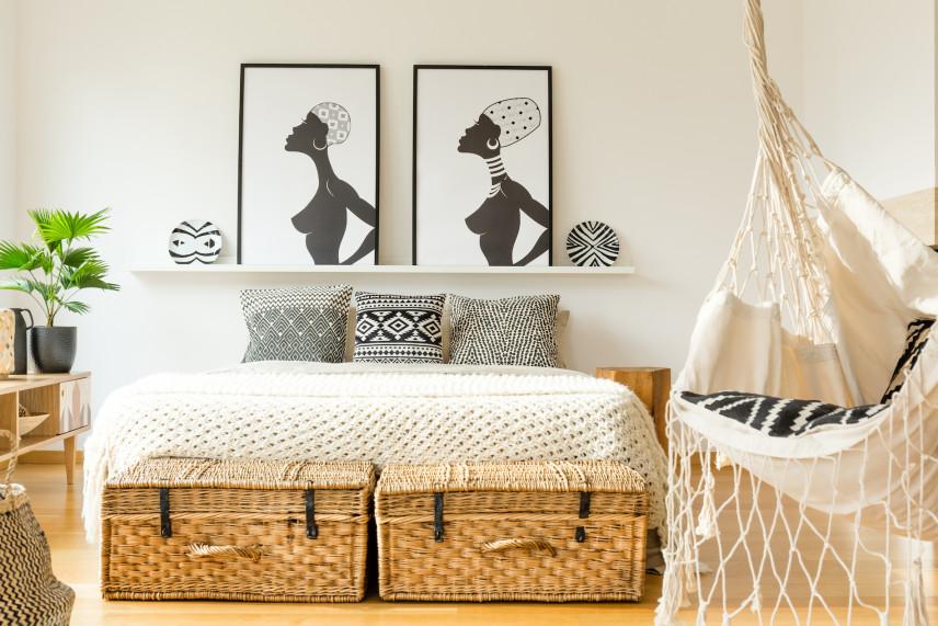 Egzotyczne obrazy w sypialni