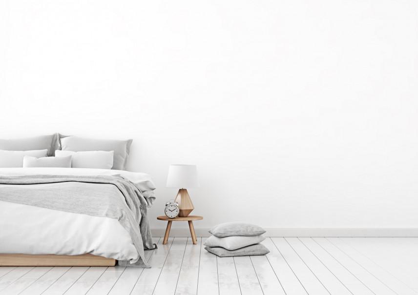 Drewniane łóżko małżeńskie