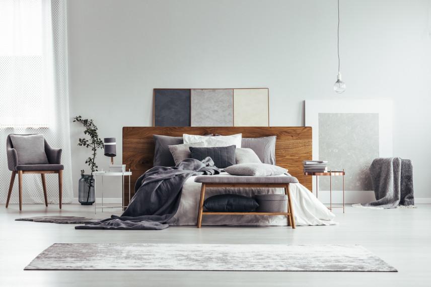 Skromna, klasyczna sypialnia