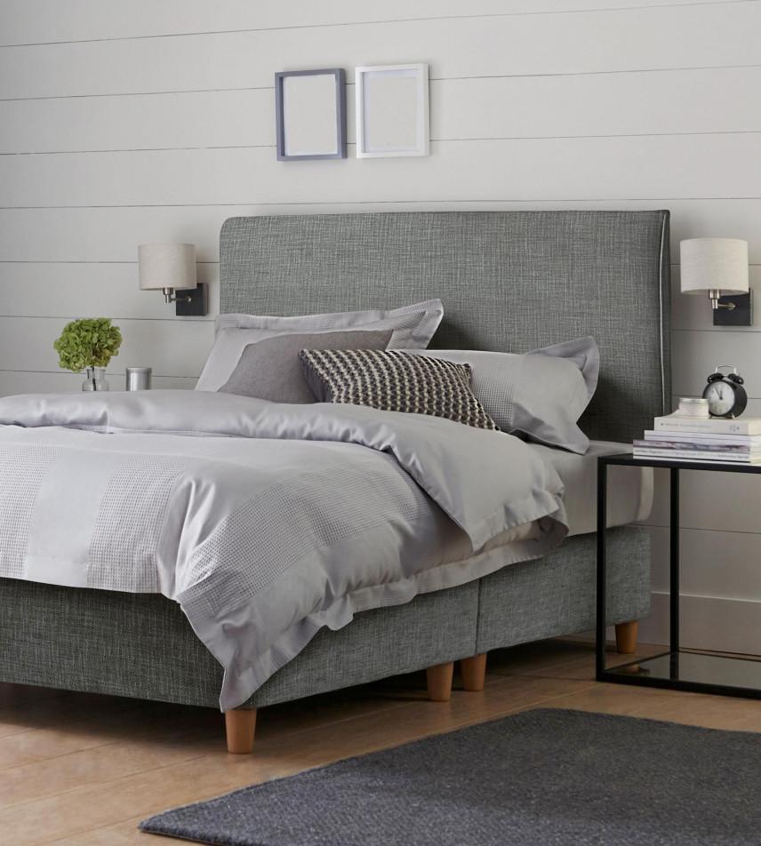 Szare łóżko tapicerowane