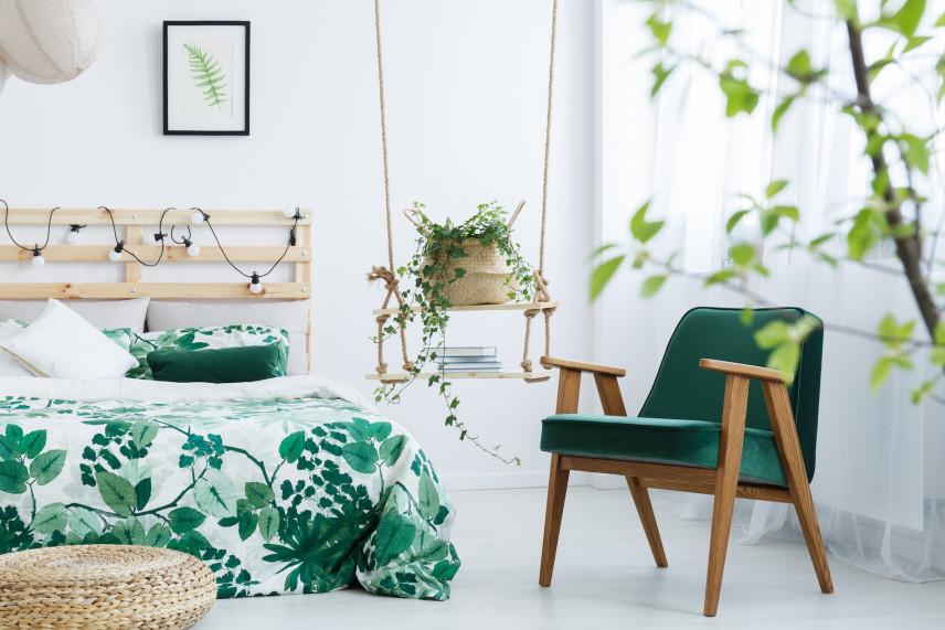 Zielone krzesło w stylu PRL