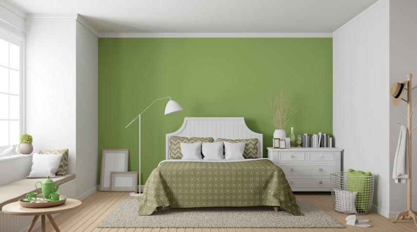 Aranżacja sypialni z zieloną ścianą