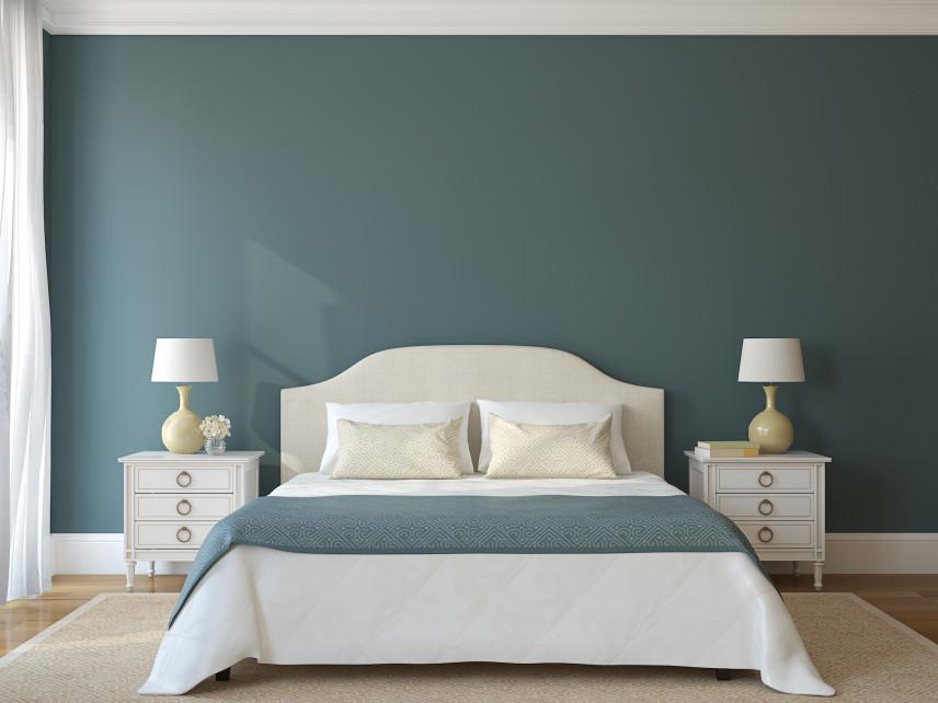 Zielono-biała sypialnia