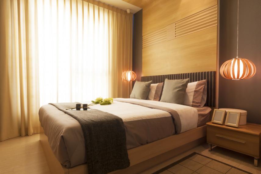 Sypialnia w kolorach beżu i brązu