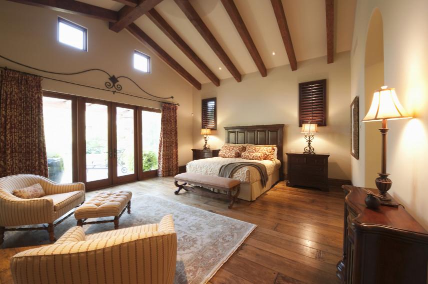 Sypialnia na poddaszu z salonem