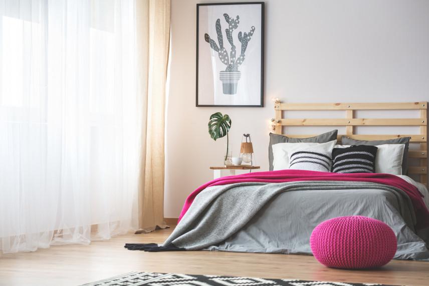 Łóżko z zagłówkiem z palet