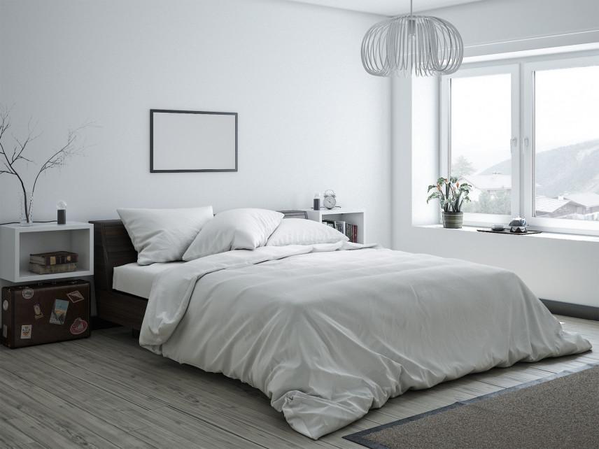 Biała, klasyczna sypialnia
