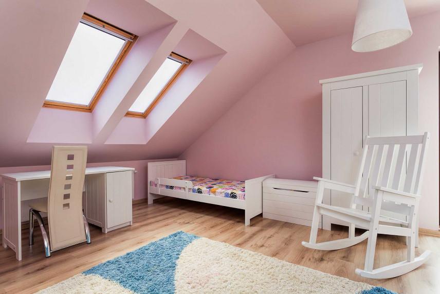 Różowy pokój dla dziewczynki w stylu skandynawskim