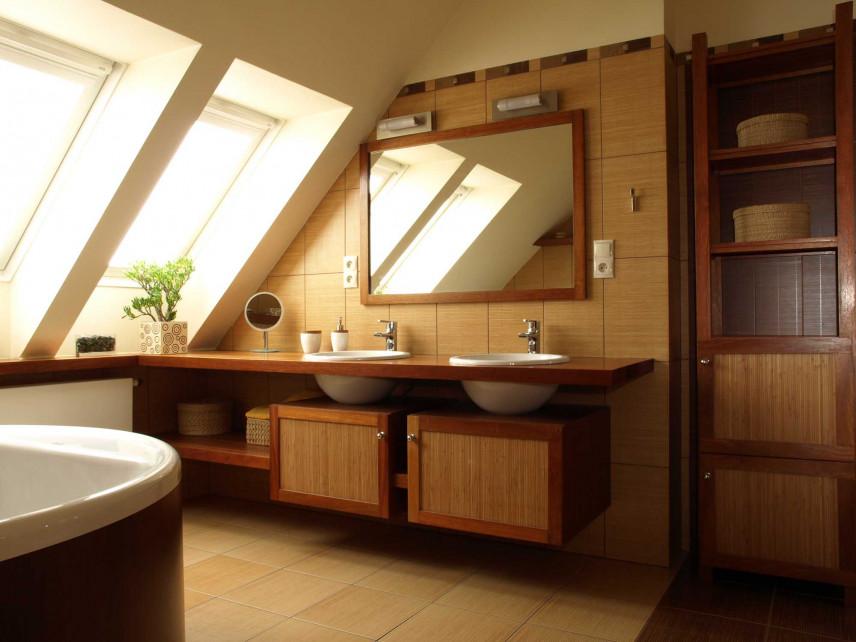 Łazienka z drewna na poddaszu