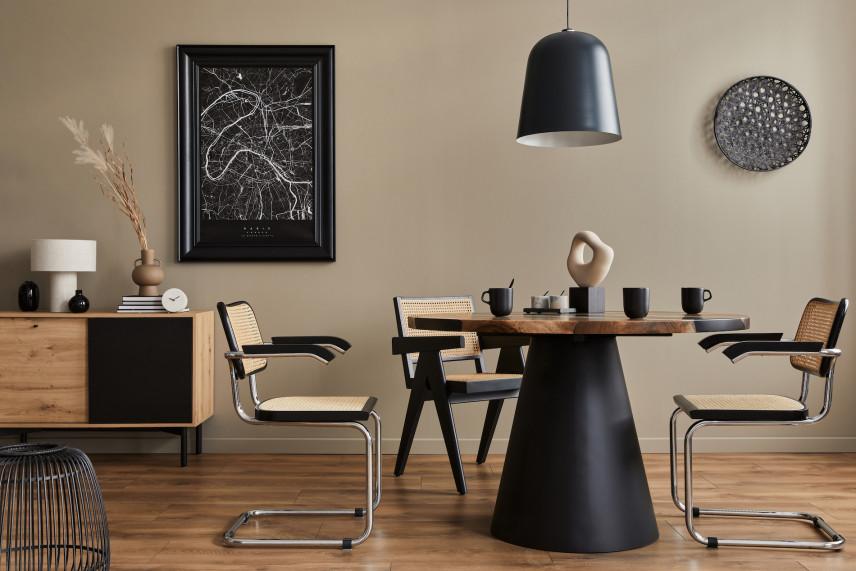Stylowy, drewniany stół na jednej nodze w jadalni