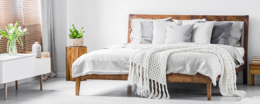 Sypialnia z fornirowanymi meblami