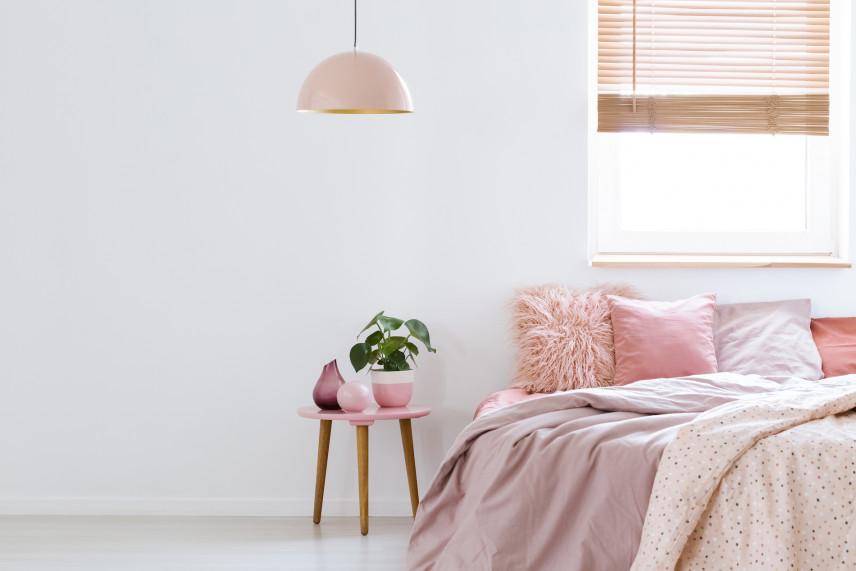Pastelowa, różowa sypialnia