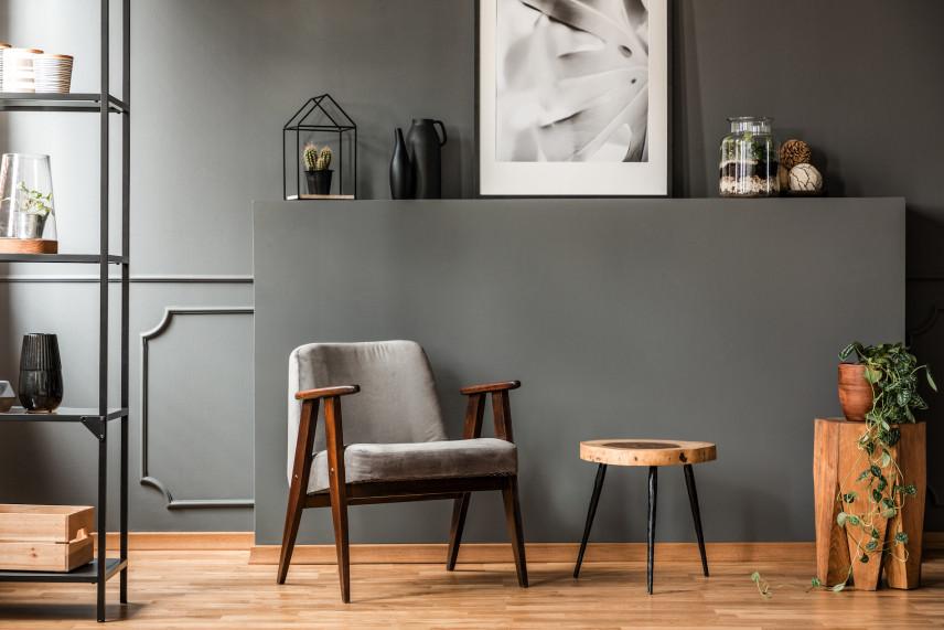 Stylowy fotel PRL w salonie