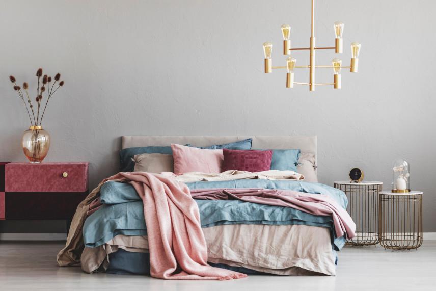 Stylowa sypialnia z elementami boho