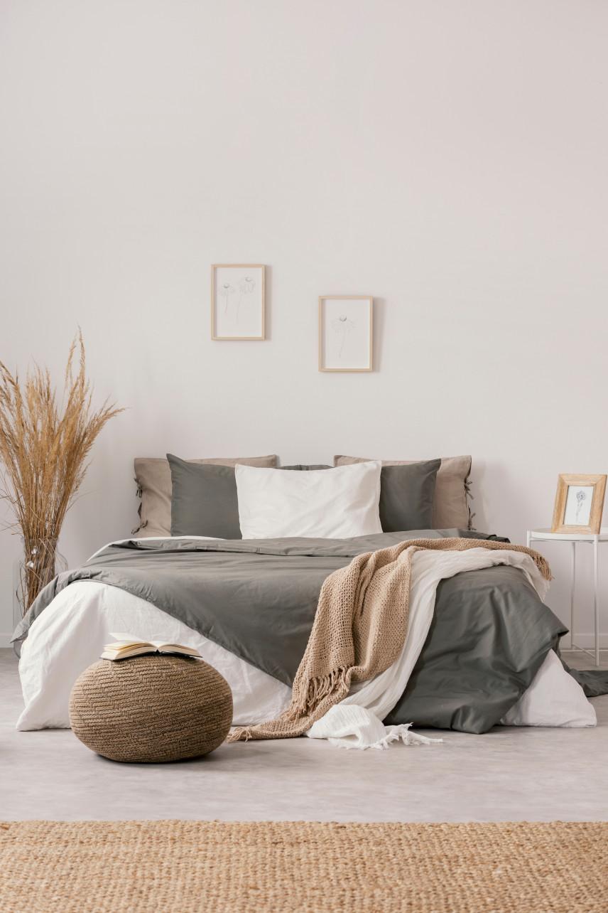Stonowana sypialnia w naturalnych beżach
