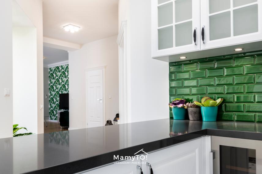Aranżacja kuchni z zielonymi dodatkami