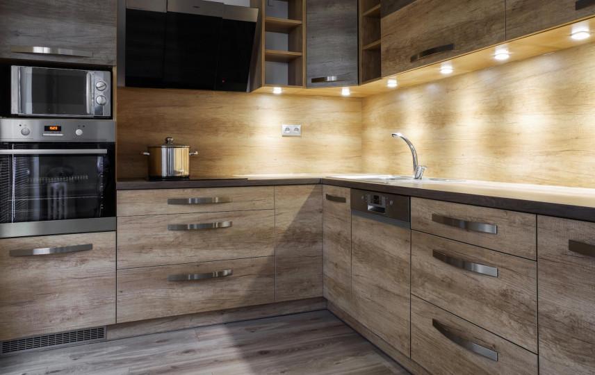 Imitacja drewnianych płytek w kuchni