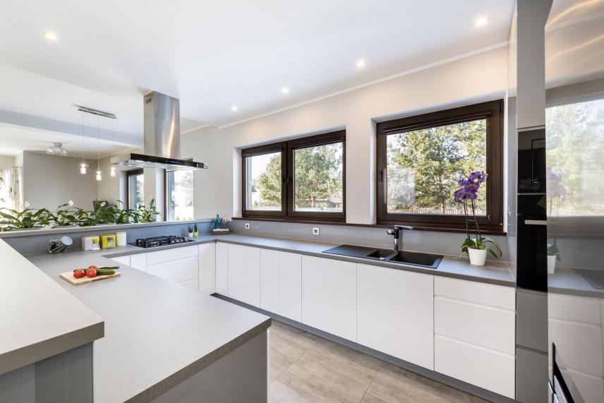 Biało-szare fronty w kuchni