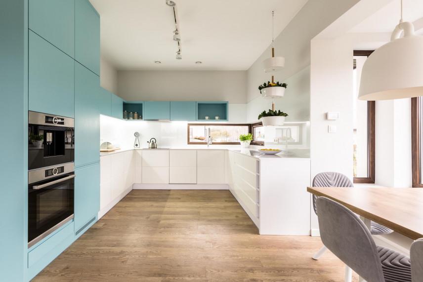 Turkusowe fronty w kuchni