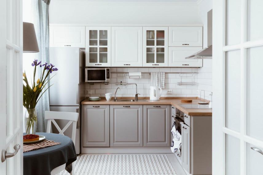 Biało-brązowe fronty w kuchni