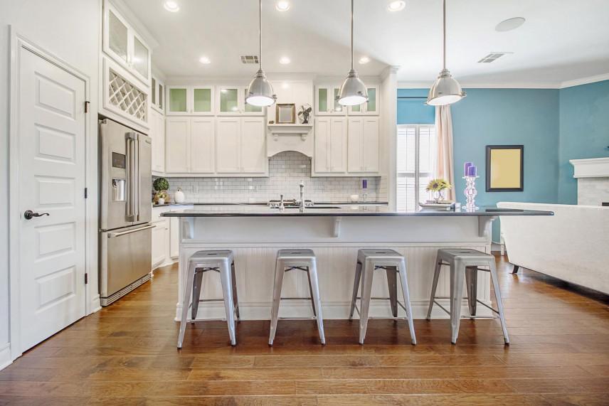 Niebieski kolor ścian w kuchni