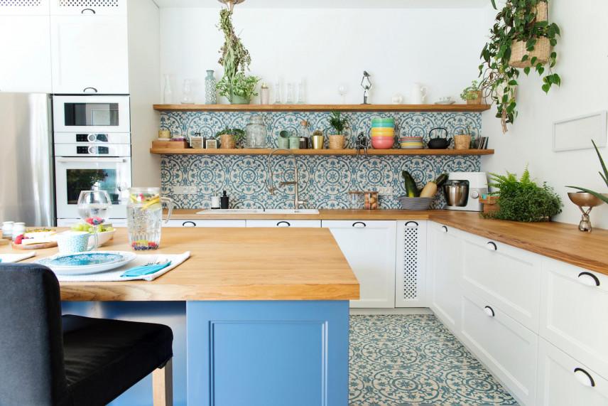 Kuchnia z mozaika nad blatem