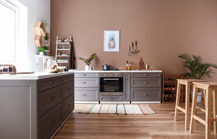 Brązowe ściany w kuchni