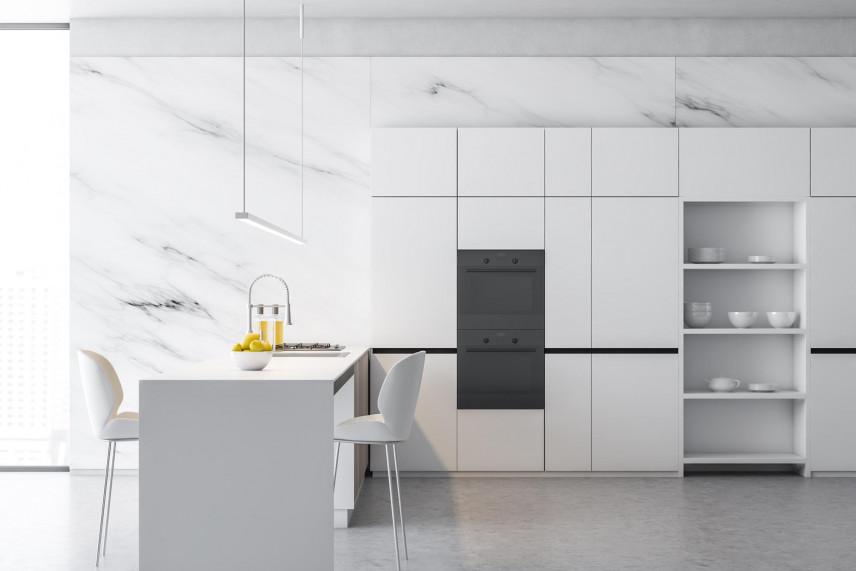 Płytki marmurowe na ścianie w kuchni