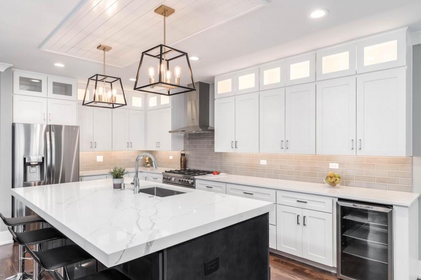 Stylowe lampy wiszące w kuchni