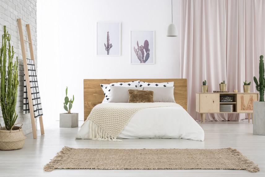 Mała jasna sypialnia w stylu skandynawskim