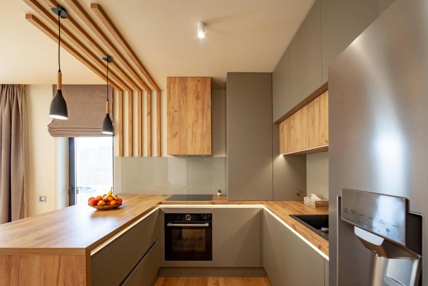 Kuchnia z drewnianymi elementami