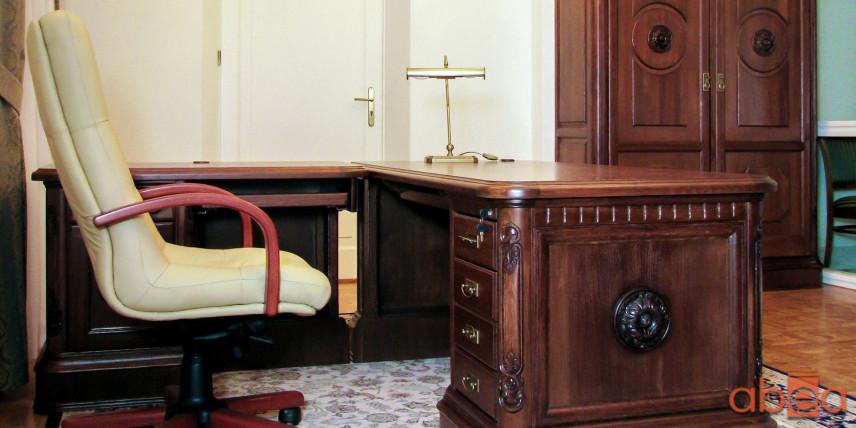 Aranżacja biura z modnymi meblami