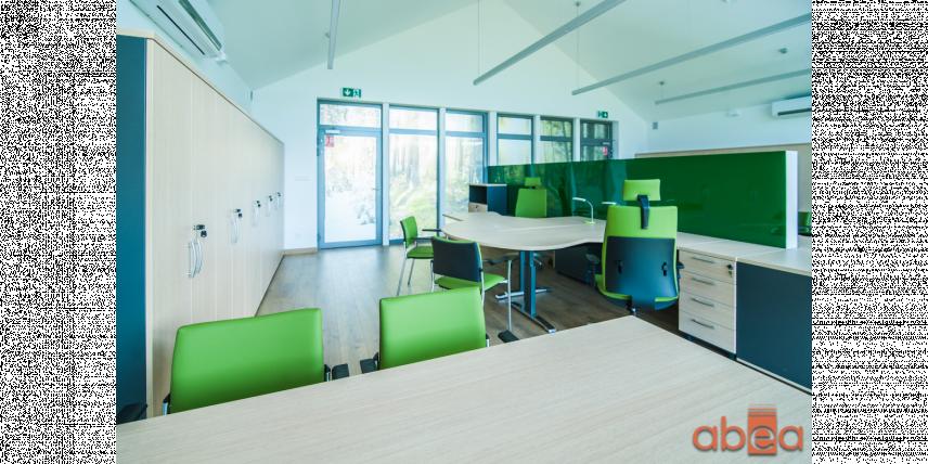 Aranżacja biura z zielonym kolorem