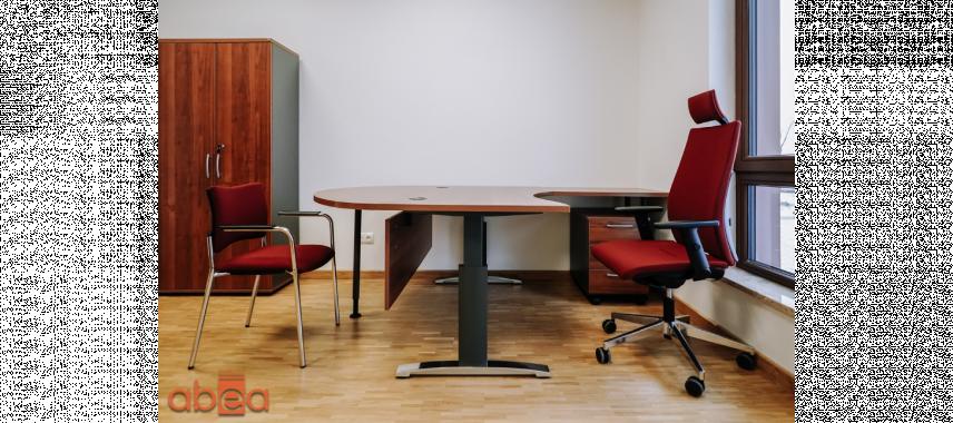 Projekt biura z czerwonymi krzesłami
