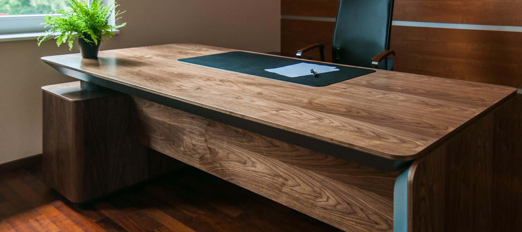 Stylowe drewniane biurko